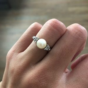 14K White Gold Pearl Ring with small diamonds